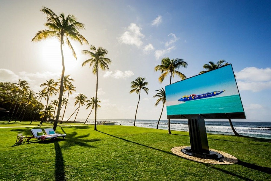 a-simply-spectacular-tv-display-for-your-outdoor-spaces